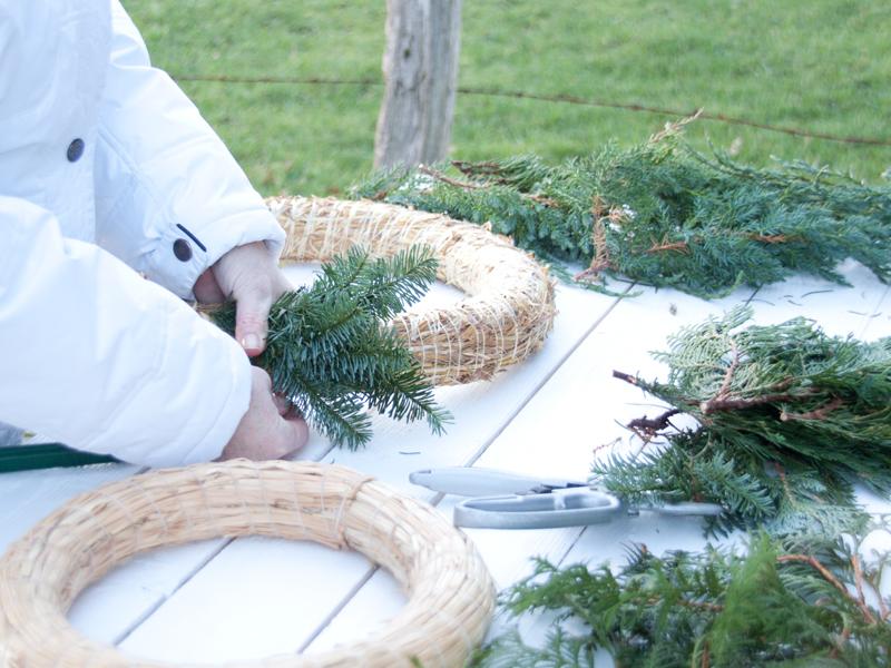 fotoanleitung kr nze binden adventskranz oder t rkranz f r weihnachten cozy and cuddly. Black Bedroom Furniture Sets. Home Design Ideas