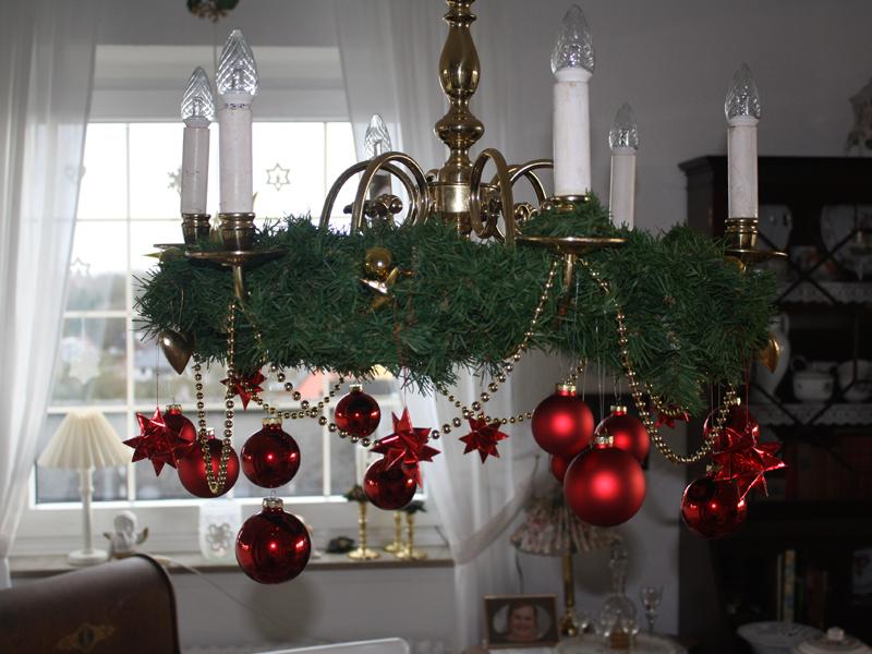 advent advent ein kronleuchter verkleidet sich weihnachtlich cozy and cuddly. Black Bedroom Furniture Sets. Home Design Ideas
