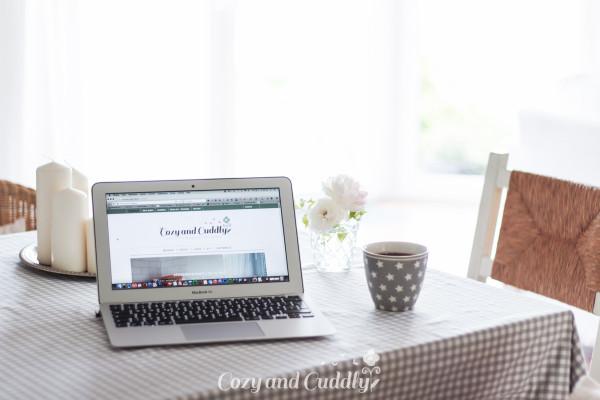 Seiten-Wechsel komponiert und programmiert Ihren individuellen Internetauftritt. Eingepasst in Ihren neuen oder bereits vorhandenen Gesamtauftritt, technisch auf dem neuesten Stand und mit einem Redaktionssystem ausgestattet, welches es Ihnen ganz unkompliziert ermöglicht, Ihre Internetseite selbst mit den aktuellsten Informationen zu versorgen. Als WordPress-Spezialistin mit eigener Blogexpertise entwerfe und programmiere ich Ihr auf Ihre persönlichen Bedürfnisse abgestimmtes, maßgeschneidertes Wunsch-Blog in Wordpress.