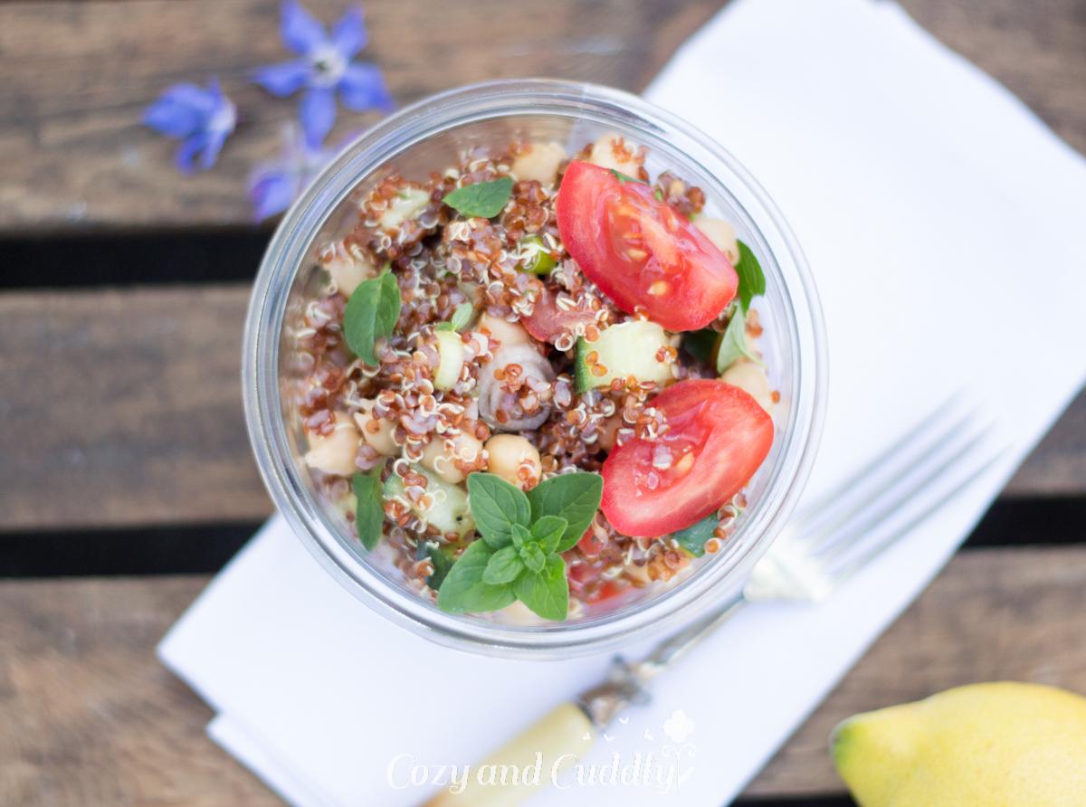 Leckerer schneller und frischer veganer Superfood-Salat für Zuhause, fürs Büro oder für Unterwegs. Leicht mediterrane Note, schmeckt Sommer wie Winter, Glutenfrei
