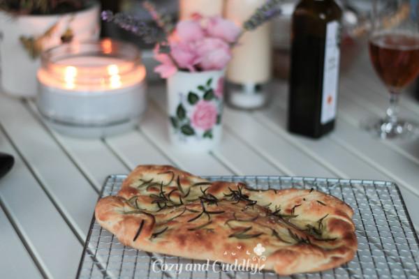 Rezept für knuspriges Focaccia vom Pizzastein – Werbung