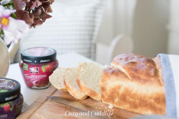 Rezept für frisch gebackenes Veganes Joghurt-Weißbrot mit Dinkel