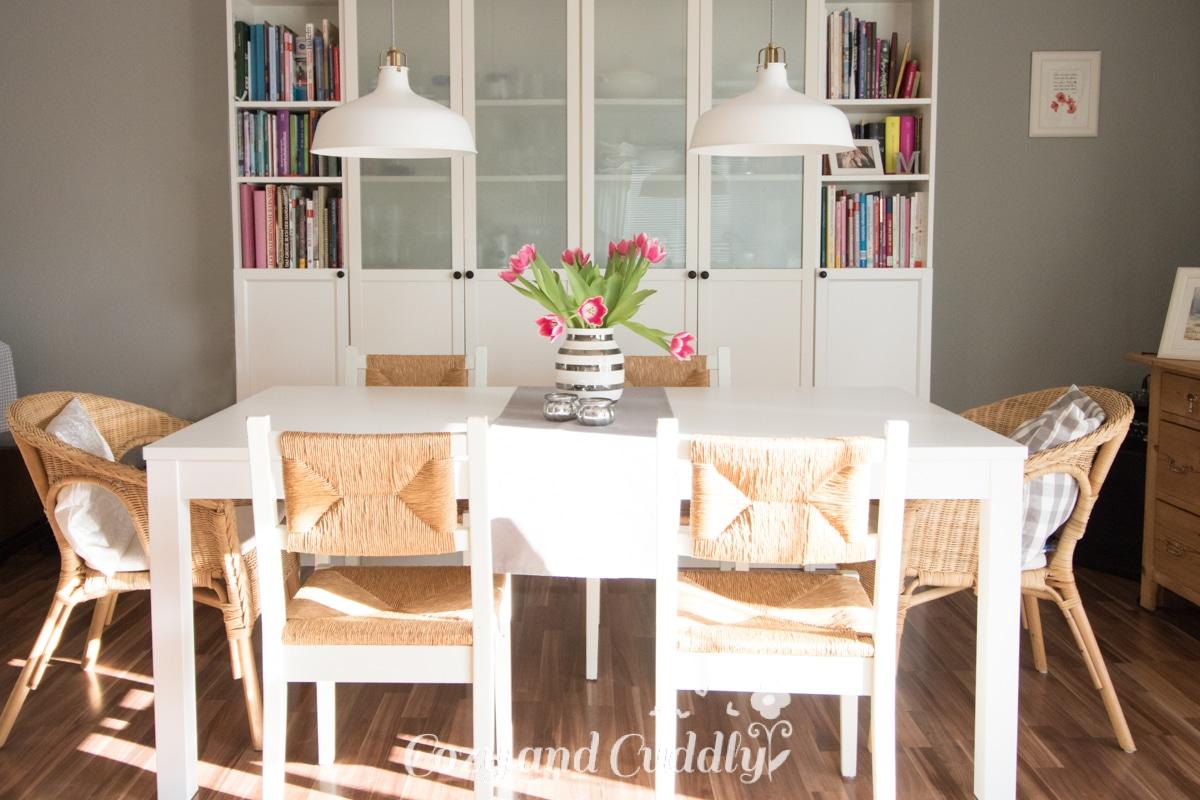gem tlich kleine wohnung k chentische zeitgen ssisch. Black Bedroom Furniture Sets. Home Design Ideas